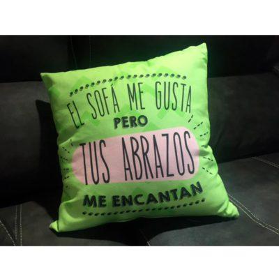 Cojin-El-Sofa-me-Gusta-pero-tus-Abrazos-me-Encantan